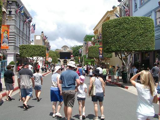 080106-002+Main+Street+at+Movie+World.JPG