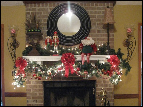 christmas mantle 2010 006