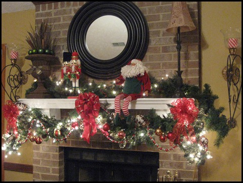 christmas mantle 2010 007