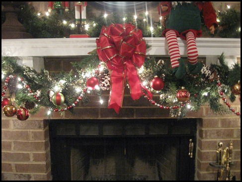 christmas mantle 2010 011