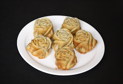 overhead photo of a plate of mochi roses