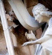 Basilica-Sagrada-Familia-detalles-en-fachada-del-nacimiento