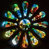 rosetón vitrales-coloridos-de-sagrada-familia