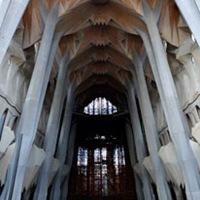 arquitectura-columnas-y-arcos Sagrada Familia en Barcelona