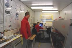 Zeecontainers die volledig zijn uitgerust als laboratorium gaan met schepen mee.