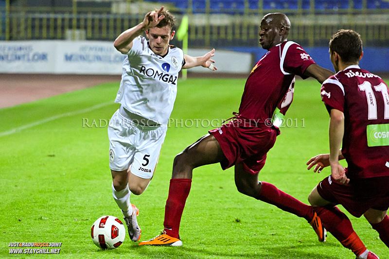 Meciul de fotbal dintre Gaz Metan Medias si CFR 1907 Cluj Napoca din cadrul etapei a 33-a din Liga I de fotbal, disputat la Medias in data de 13 mai 2011.