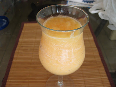 photo of a glass of papaya juice
