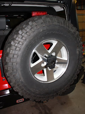 Installation And Pictures Of The Smittybilt Oversize Tire Carrier