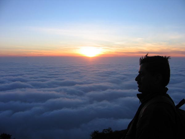Kalavaarahalli betta [skanda giri] - Sunset above the clouds