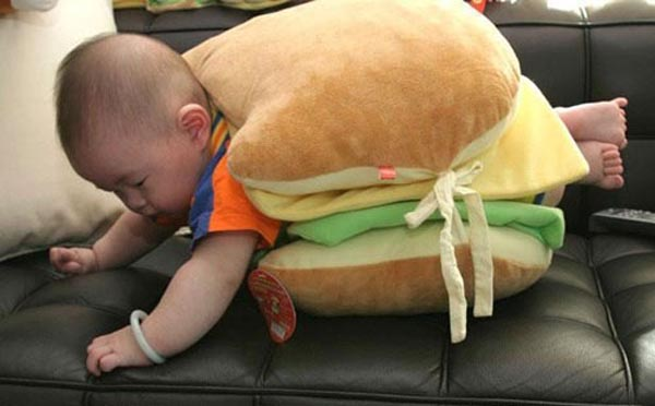 Photos of people doing stupid things - Burger baby