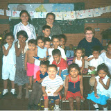 Some of the children in the Germán Pomares Pre-School in Villa España along with (from right to left) Veronica Ríos, Sister María-José López, Sister Lilliam, and Grethel del Carmen Campos Cabrera.