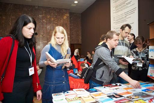 Победитель конкурса получил три книги на выбор