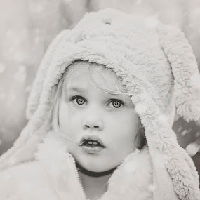 look at me  by Melissa Marie Gomersall - Babies & Children Child Portraits ( girl, bright, toddler, cute, hat, eyes )