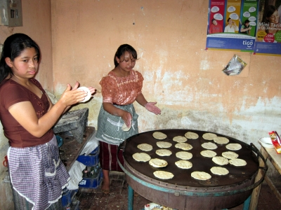 cooking or tortear in Guatemala