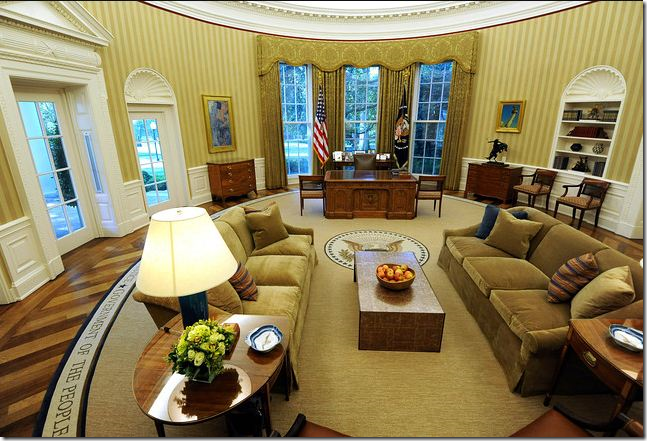 after the same view in this photograph the office has the gold tone again notice how large the quotes on the rug are you can easily read them bill clinton oval office rug