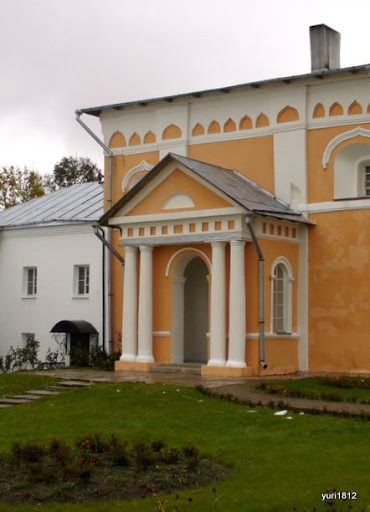Хутынский Спасо-Преображенский монастырь Церковь прп. Варлаама (портал) фото yuri1812
