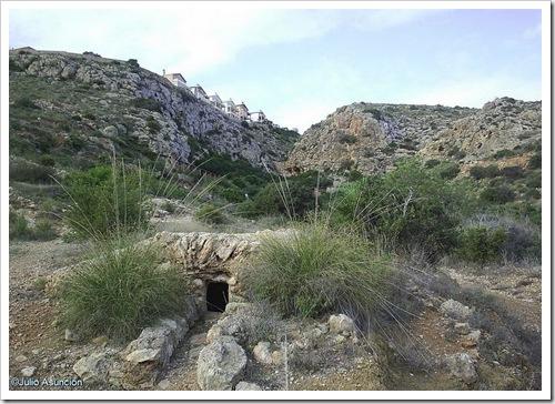 Vista del barranco donde está la cueva de las arañas