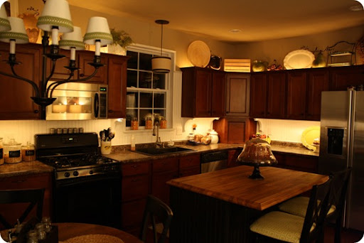 mood lighting in the kitchen from thrifty decor chick rh thriftydecorchick com indirect lighting above kitchen cabinets christmas lights above kitchen cabinets