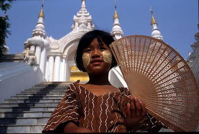 Burmese girl in front of Atumashi Monastery