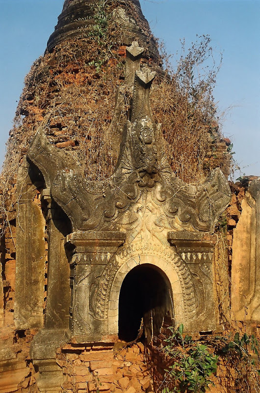 Ruined pagoda in Nyaungshwe