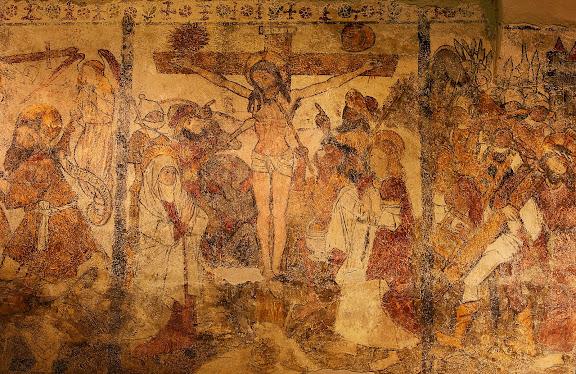 Església romànica de Santa Eulàlia d'Unha. Pintures murals del s. XVI, la Crucifixió,Naut Aran, Val d'Aran, Lleida