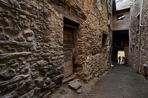 Carrer del Clos, Vilamitjana del Cantó, municipi de Montferrer i Castellbò, Alt Urgell, Lleida