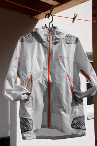 Ultraleichte gut ausgestattete Regenjacke