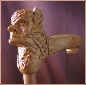 Bastón cabeza fantástica. Talla en madera