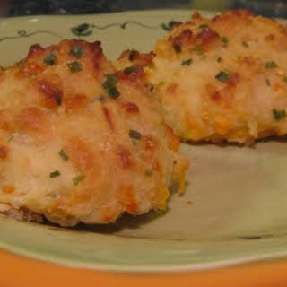 """Counterfeit"" Red Lobster Cheddar Bay Biscuits."