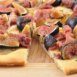 Fig, Brie and Prosciutto Flatbread Recipe