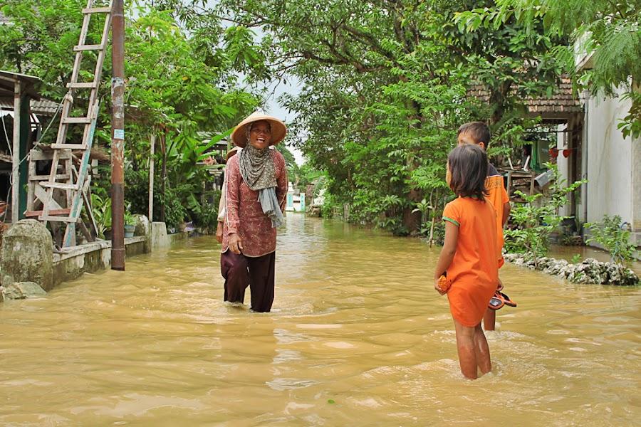 Walking Through by Arief Wibowo - People Street & Candids ( farm, flooding, water )