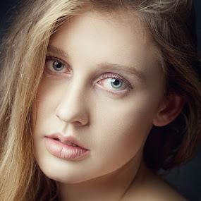 Greta by Mindaugas Navickas - People Portraits of Women ( studio, look, fotomindo.eu, sexy, girl, mindaugas navickas, woman, photoshoot, beauty, portrait )