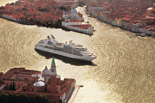 Seabourn_Odyssey_in_Venice - Seabourn Odyssey coasts through spectacular Venice.