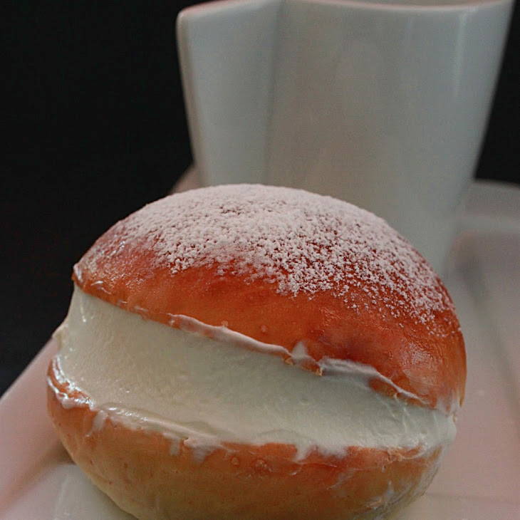 Currant Buns with Cream