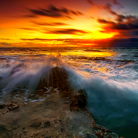 Waves Splash by Haslam Format - Landscapes Waterscapes ( tanjung_nusaniwe;ambon; )