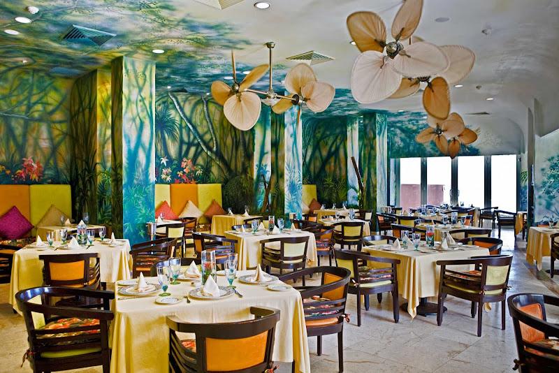 Dining at Zoëtry Paraiso de la Bonita in Riviera Maya.