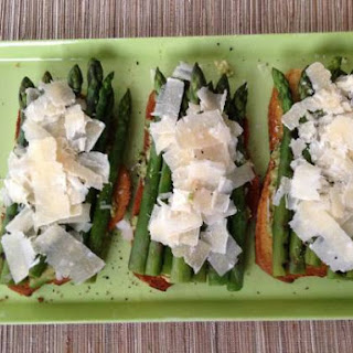 Bruschetta Met Avocado En Groene Asperges