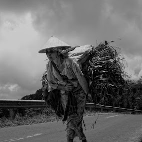 S i m b o k by Ayah Adit Qunyit - People Street & Candids ( life, woman, street, portrait, human, , b&w, person )