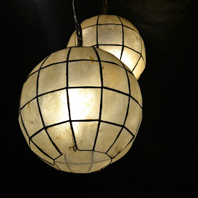 Round Lamp by Anjsh Lacanlale - Artistic Objects Antiques ( lamp, light, capiz )