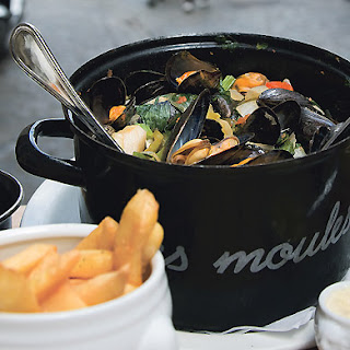 Mussels Steamed in Beer with Crème Fraîche, Herbs, and Parmesan croutons