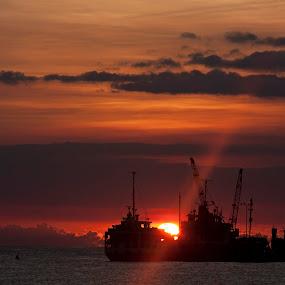 Cawa-Cawa by Gen Flores - Transportation Boats ( #zamboanga #sunset #philippines,  )