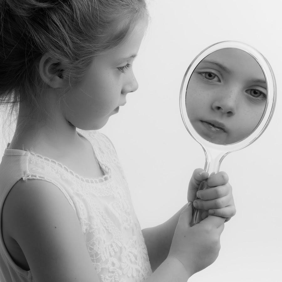 Mirror mirror by Milou Krietemeijer-Dirks - Black & White Portraits & People (  )