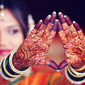 mehndi by Pravin Dabhade - Wedding Details ( canon, mehndi, details, wedding, candid, closup )
