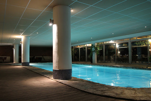 Indoor swimming pool: Ibersol Cavalière sur Plage