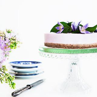 Skyr Cake with Raw Bottom Layer.