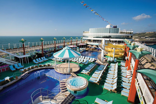 Head to the Tahitian Pool during your Norwegian Gem cruise and enjoy splendid views of the ocean, relaxing lounges, a big pool to swim in and a variety of dining options.