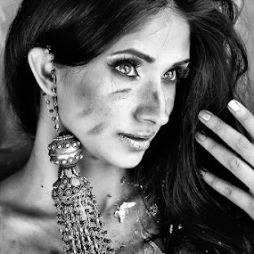 Gorgeous... by Ramakant Sharda - Black & White Portraits & People ( girl, white, beauty, black )
