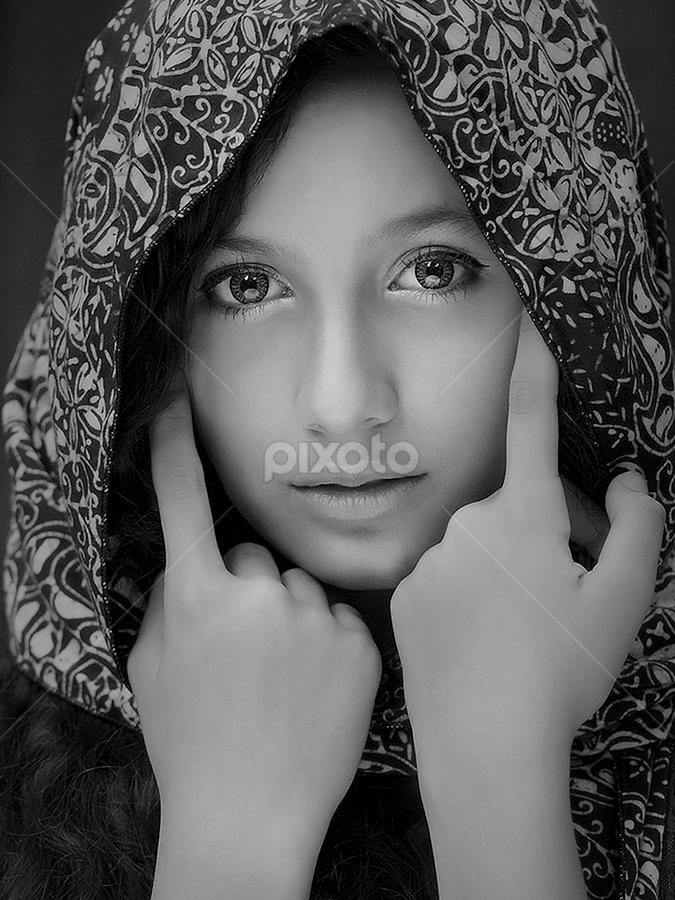 by Poetoet Adi - Black & White Portraits & People ( b&w, girl, woman, pretty, portrait,  )