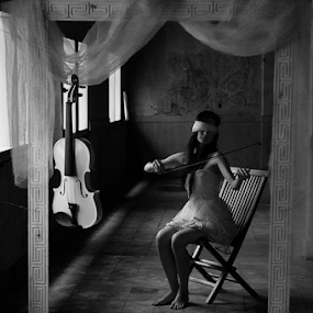 Mood by Basuki Mangkusudharma - Black & White Portraits & People ( mood )