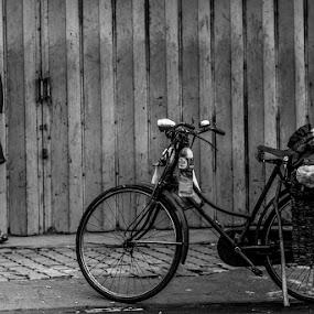 Menunggu by Vj Lie - People Street & Candids ( expect, wait, vj lie )
